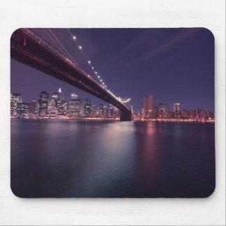 Tapis De Souris Sous l'horizon de New York de pont de Brooklyn
