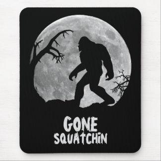 Tapis De Souris Squatchin allé, silhouette de sasquatch avec la
