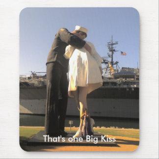 Tapis De Souris Statue de baiser d'infirmière de marin à San Diego