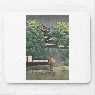 Tapis De Souris Tour d'Udo, château de Kumamoto sous la pluie -