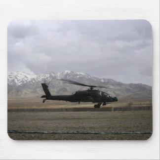 Tapis De Souris Un décollage d'AH-64A Apache