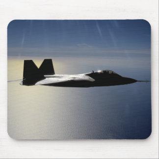 Tapis De Souris Un F/A-22 Raptor pilote une mission de formation 2