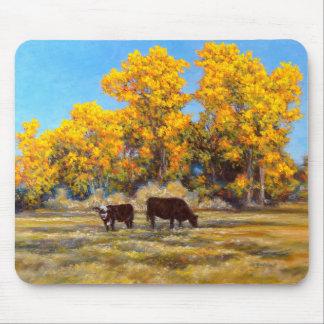 Tapis De Souris Vache et veau dans les arbres jaunes d'or Mousepad