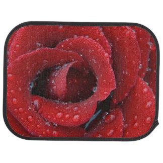 Tapis De Voiture La rosée a couvert le rose rouge décorant le site