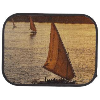 Tapis De Voiture Trois falukas avec des touristes sur le Nil à