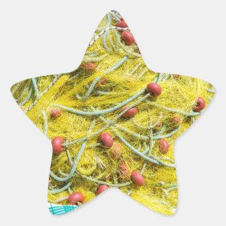 Tas de filet jaune sur la terre en mer sticker étoile