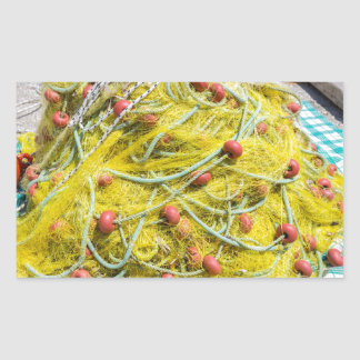 Tas de filet jaune sur la terre en mer sticker rectangulaire