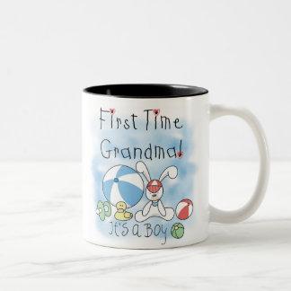Tasse 2 Couleurs Bébé de grand-maman de première fois