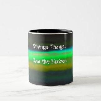 Tasse 2 Couleurs Brume verte au néon et arrière - plan étrange de