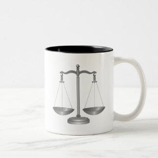 Tasse 2 Couleurs Échelles de justice