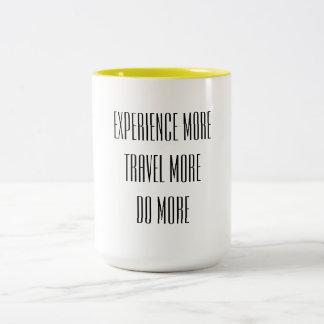 Tasse 2 Couleurs Éprouvez plus, voyagez davantage, faites plus de
