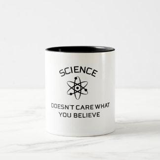 Tasse 2 Couleurs la science ne s'inquiète pas ce que vous croyez