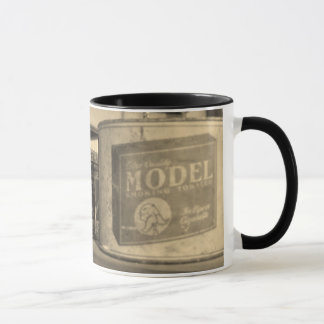 Tasse antique de bidon