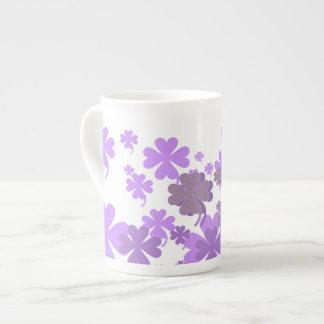 Tasse avec du charme de porcelaine tendre