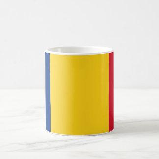 Tasse avec le drapeau de la Roumanie