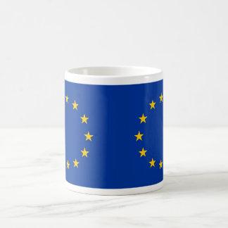 Tasse avec le drapeau de l'Union européenne