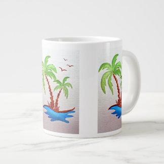 Tasse blanche avec des palmiers
