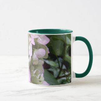 Tasse blanche de sonnerie de Lavendar d'hortensia