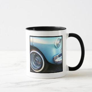 Tasse bleue classique de voiture