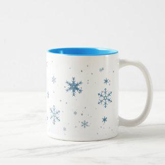 Tasse bleue de flocons de neige