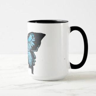 Tasse bleue et noire d'aquarelle de machaon de