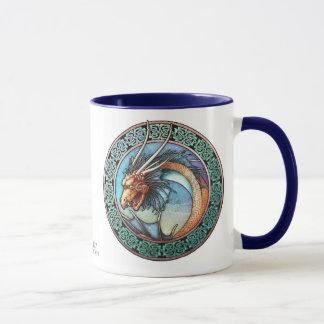 Tasse celtique de dragon d'art