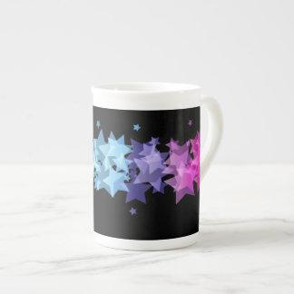 Tasse colorée de porcelaine tendre d'étoiles