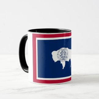 Tasse combinée noire avec le drapeau du Wyoming,
