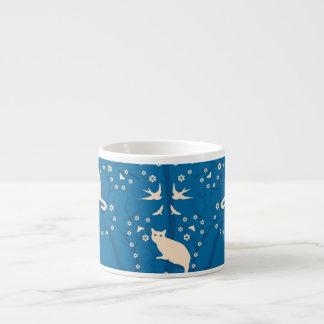 Tasse crépusculaire de café express de chats