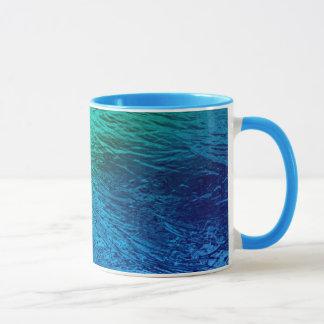 Tasse d'art numérique d'eau de mer d'océan
