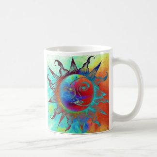 Tasse de café avec le soleil et la lune