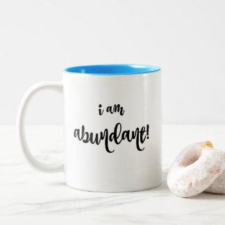 Tasse de café d'affirmation d'abondance
