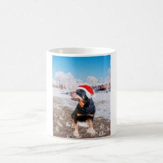 Tasse de café de casquette de Noël de rottweiler