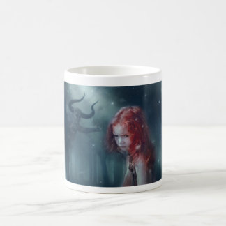 tasse de café de fille d'imaginaire