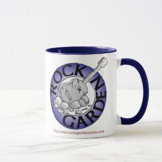 Tasse de café de jardin de roche