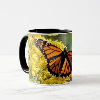 Tasse de café de papillon de monarque