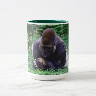 Tasse de café de prière de gorille