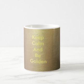 Tasse de café d'or :  Gardez le calme et soyez