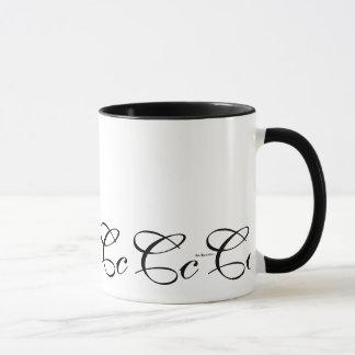 Tasse de café élégante de l'initiale C de