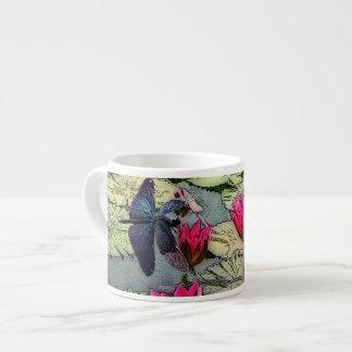 Tasse de café express de libellule
