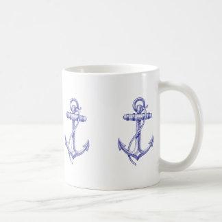 Tasse de café nautique bleue et blanche avec des