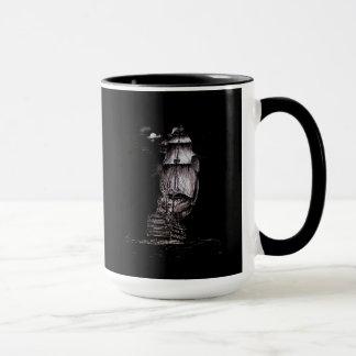 Tasse de café noir à l'encre de dessin de galion
