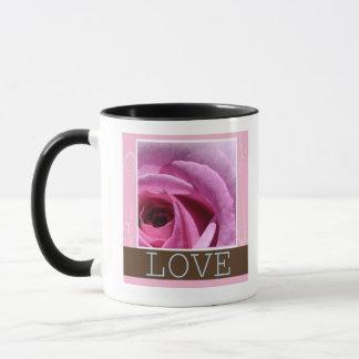 Tasse de café rose d'amour de chocolat