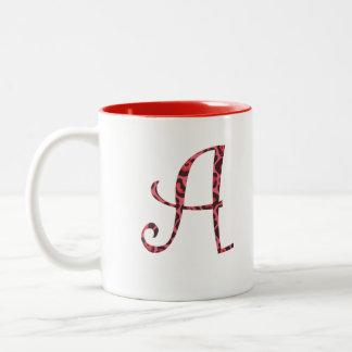 Tasse de café rose de léopard de monogramme