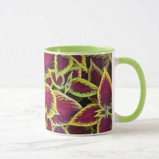 Tasse de café tropicale colorée de plante de