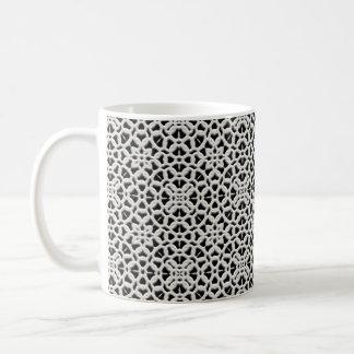 Tasse de café vintage blanche et noire de dentelle