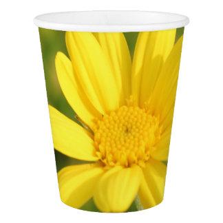 Tasse de papier de partie jaune ensoleillée de gobelets en papier