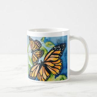 tasse de papillons de monarque