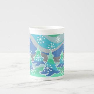 Tasse de porcelaine tendre d'arbres d'hiver