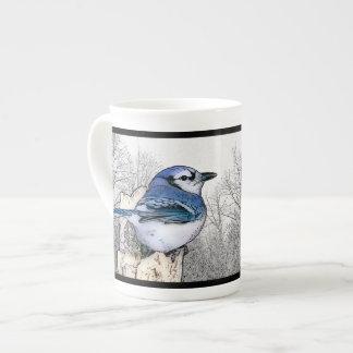 Tasse de porcelaine tendre de dessin de geai bleu